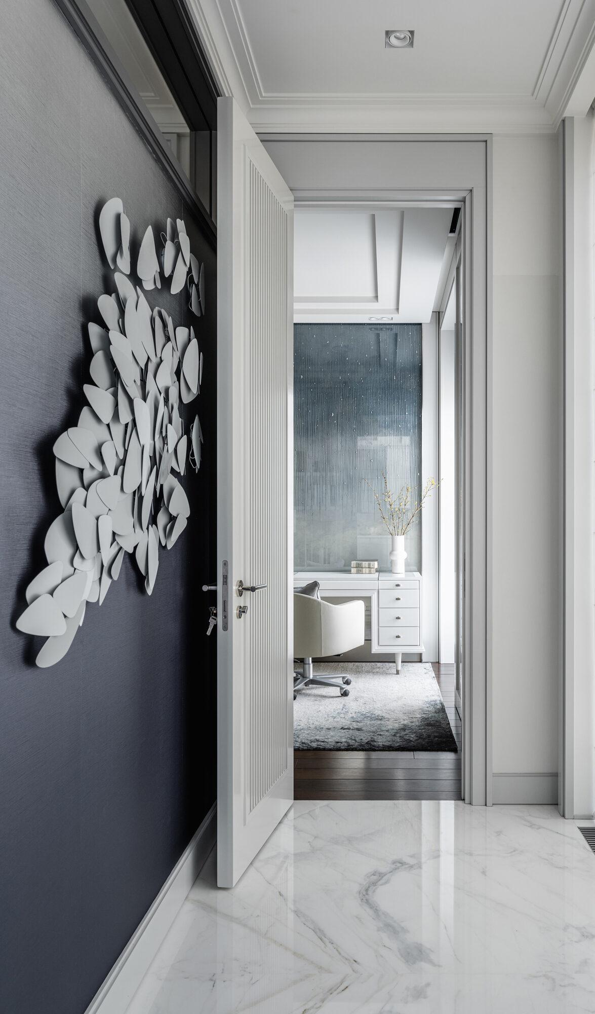 'White & Neutral' apartment